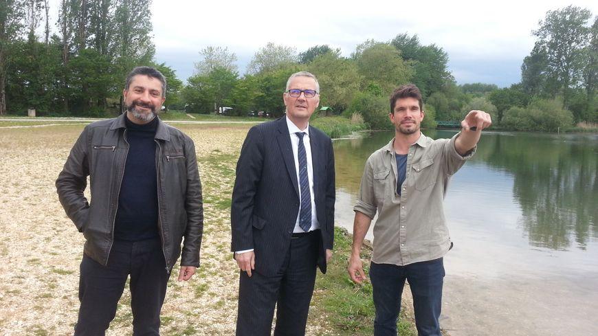 Rémi Camus (à droite), Pascal Blanc, maire de Bourges (au centre) et Eric Meseguer, adjoint au maire chargé de l'environnement