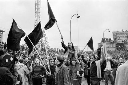 Les images de Mai 68 et l'imaginaire lié aux événements semblent impossibles à réinventer. Pourtant, ce 1er mai 2019 sortent en salles deux documentaires originaux