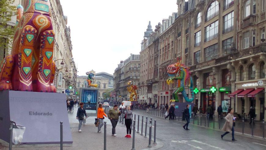 Alebrijes devant lesquels défilera la grande parade ce samedi, rue Faidherbe à Lille