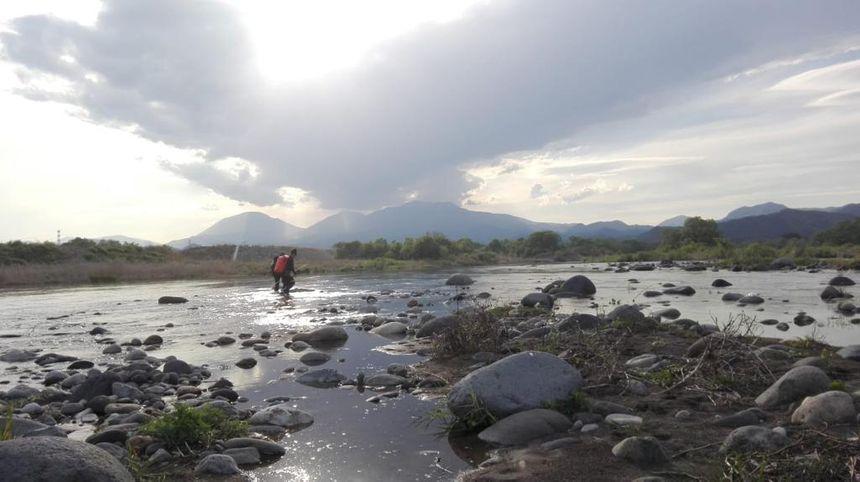 Avant l'arrivée des typhons fin juin, les débits des rivières sont en ce moment suffisamment bas pour permettre les recherches au Japon.
