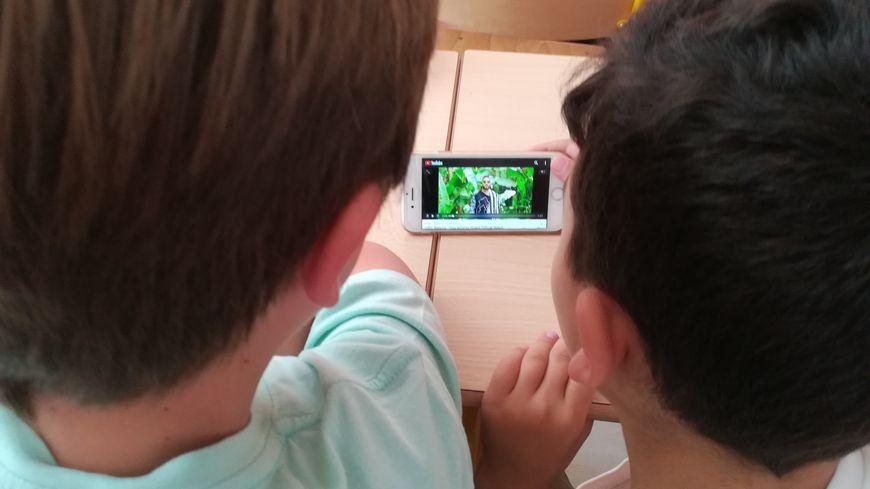Les élèves de certaines écoles de Toulon sensibilisés aux risques liés aux écrans