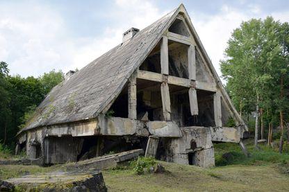 Les maisons grises, un ancien bunker nazi qui dissimulait et abritait le haut commandement de l'armée