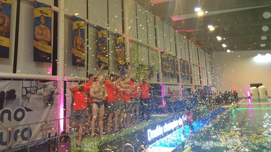 Le Team Strasbourg célèbre son deuxième titre consécutif de champion de France de water-polo