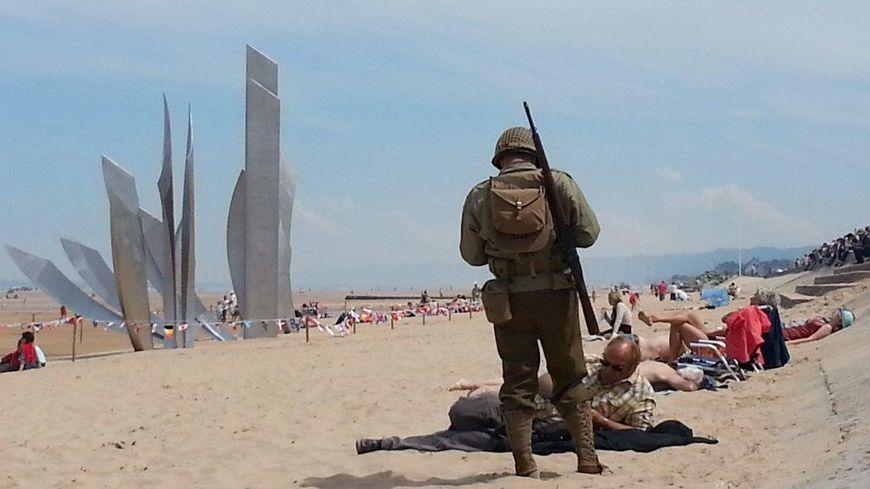 Sur la plage d'Omaha Beach, plage du Débarquement, dans le Calvados. Juin 2014.