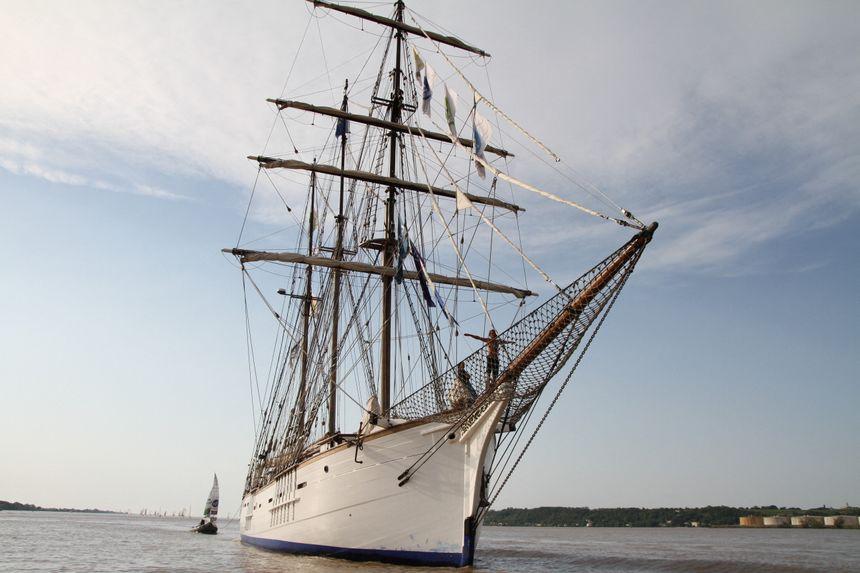 Le Marité, dernier terre-neuvier français à naviguer. Ici remontant la Garonne.