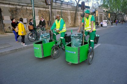 Certaines missions (comme les agents de la propreté à Paris) ne sont pas toujours assurés par des fonctionnaires chez nos voisins.