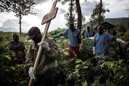 Funérailles d'une victime d'Ebola, jeudi 16 mai à Butembo, dans le nord-Kivu, l'épicentre de l'épidémie du virus.