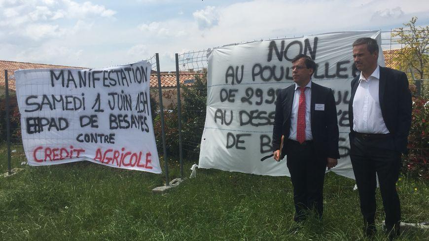 Nicolas Dupont-Aignan et le directeur de l'Ehpad, Didier Meyrand.