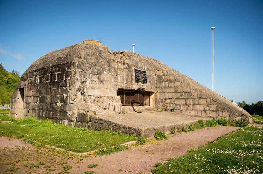 """Le bunker """"Le Ruquet"""" à Saint-Laurent-sur-Mer (Calvados) au-dessus de la plage d'Omaha"""
