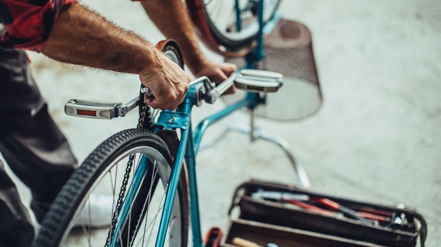 Le vélo bleu de Nicole est retrouvé.