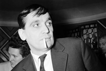 """Le réalisateur Maurice Pialat ici en 1961. Il venait de recevoir le Prix Louis Lumière pour son film """"L'amour existe"""""""