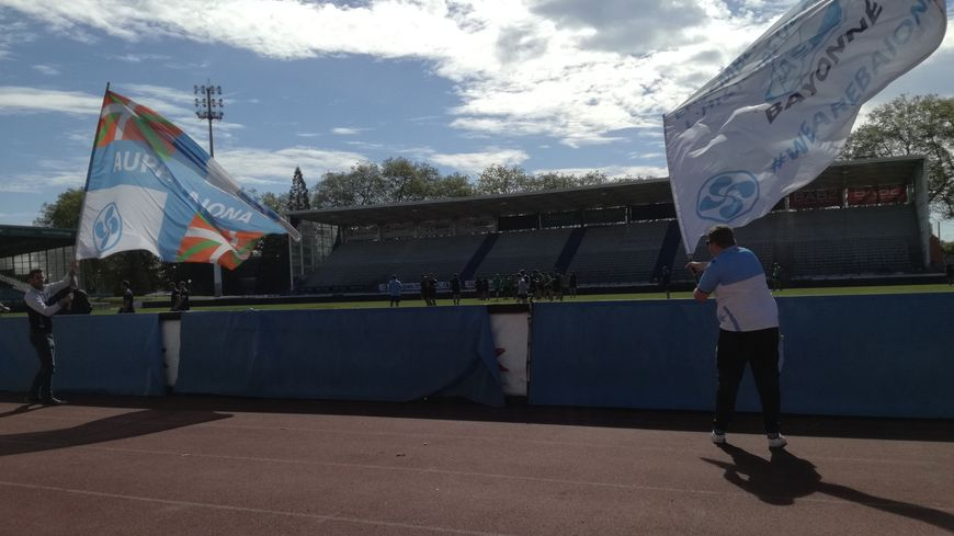Les supporters bayonnais ont encouragé leurs joueurs jeudi avant leur départ pour Oyonnax