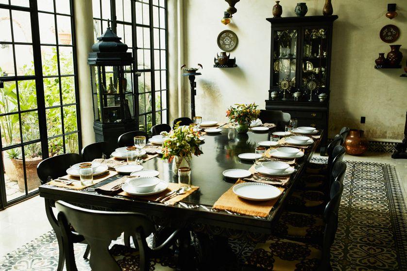 Tables Couverts Et Salle A Manger
