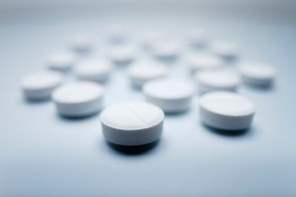 Les laboratoires pharmaceutiques Johnson & Johnson et Teva comparaissent devant un juge pour avoir arrosé le marché de médicaments anti-douleurs addictifs que sont le tramadol, la codéine et l'opium.