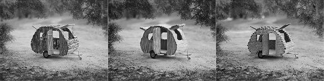 Caravane en bois, en paille et en brique
