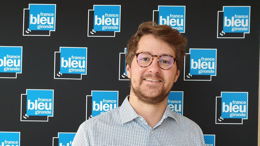 Thibault Bardet des vignobles Bardet dans les studios de France Bleu Gironde