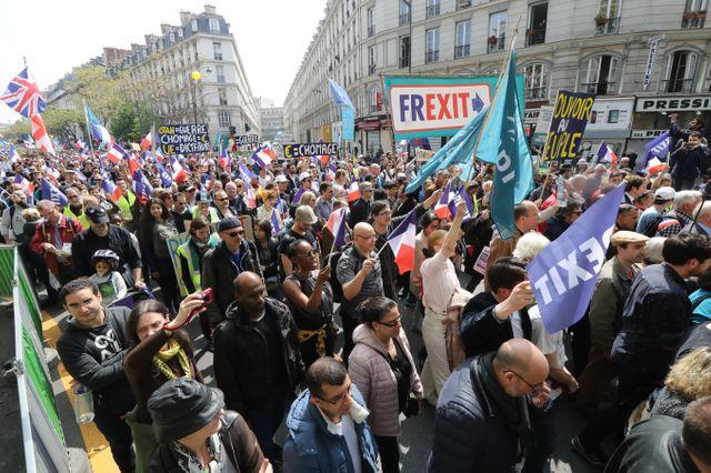Le cortèges des partisans de François Asselineau a rassemblé des centaines de personnes à Paris, entre les places de la Nation et de la République