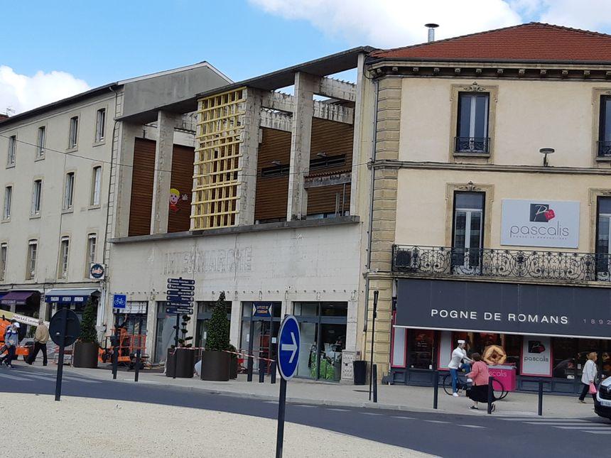 La Cité de la Chaussure s'installe dans les locaux de l'ancien Intermarché. La façade doit encore être modifiée.