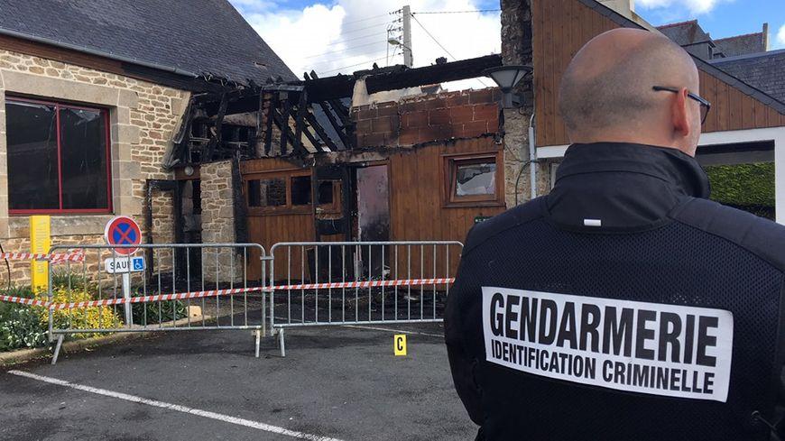 Plusieurs bâtiments ont été détruits par le feu.