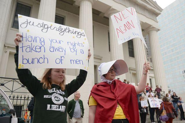 """A Saint-Louis (Missouri), """"Juste des trucs de filles : tout un groupe d'hommes qui t'enlèvent tes droits"""""""