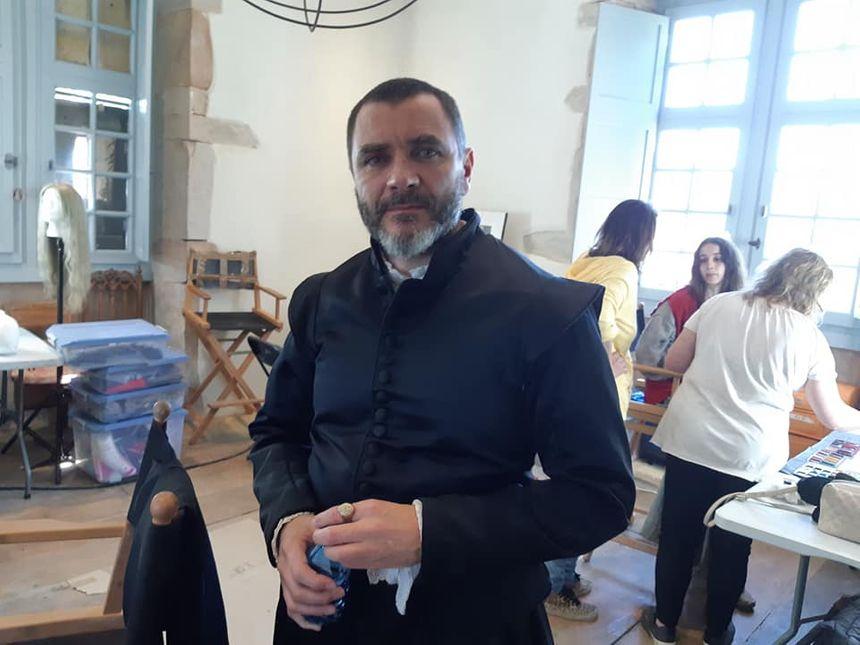 Alex Brendemühl interprète un personnage directement inspiré du juge Pierre de Lancre.