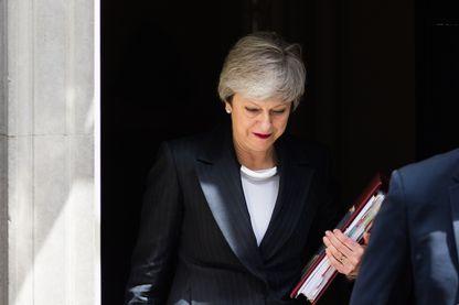 La première ministre britannique Theresa May quitte le 10 Downing Street, jeudi 23 mai, pour se rendre au Parlement, alors qu'elle risque de tomber dans les prochains jours.