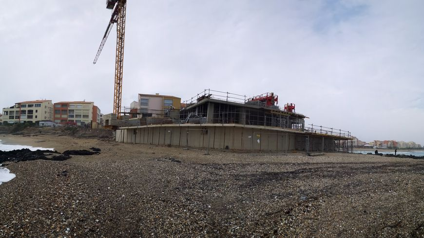 La construction vue de la plage (Cap d'Agde)