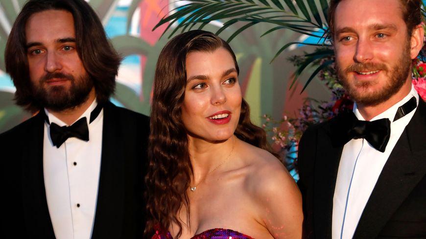 Charlotte Casiraghi (au centre) et Dimitri Rassam (à gauche)  au Bal de la Rose à Monaco, le 30 Mars 2019.
