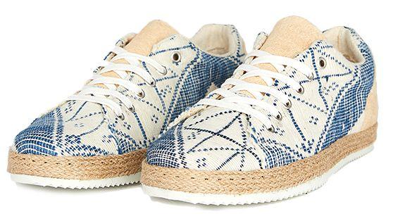 """La chaussure tissée """"étoiles de Cap-Vert"""" de la marque brestoise Umoja"""