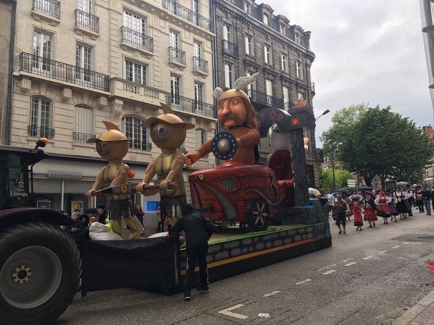 Astérix a défilé en ferrari dans les rues de Limoges pour la cavalcade 2019.