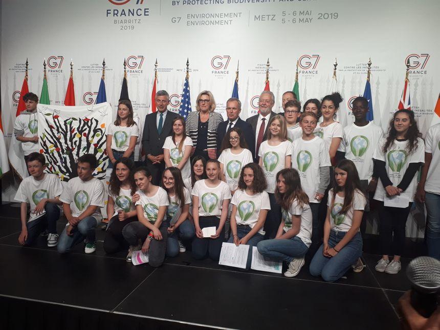 Des élèves du collège Pilatre de Rozier d'Ars-sur-Moselle ont listé des mesures concrètes qu'ils ont adopté, devant le ministre de la Transition écologique François de Rugy.