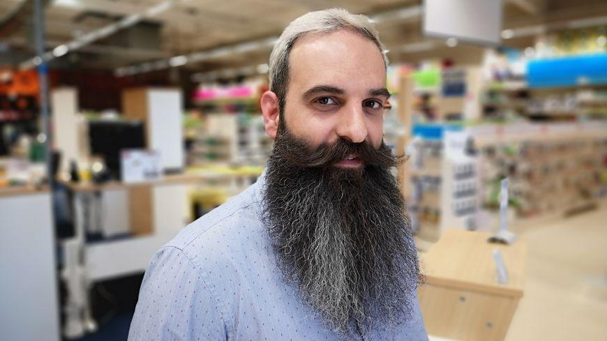 C'est avec une barbe de 25 centimètres que Loïc Papillon va se présenter au championnat du monde