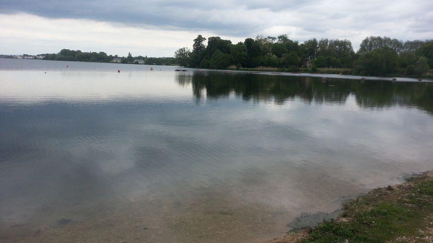 Le lac du Val d'Auron à Bourges abrite de nombreuses espèces animales et végétales.