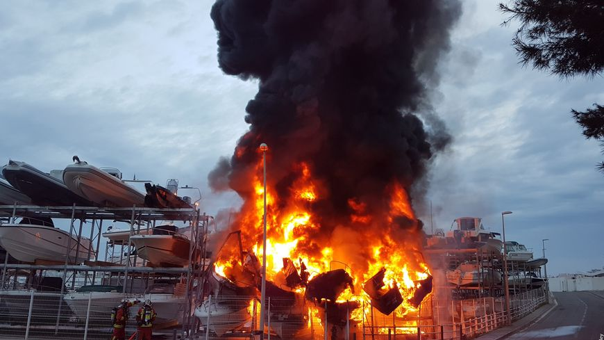 Quinze bateaux sont partis en fumée ce samedi matin lors d'un incendie à la Pointe-Rouge