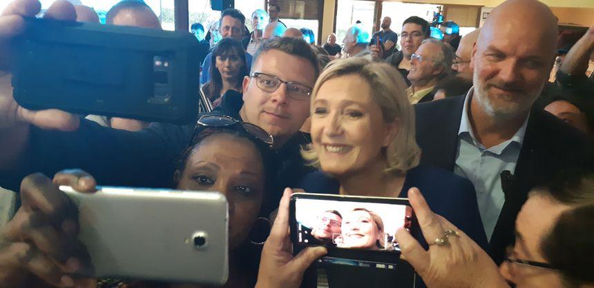 """Beaucoup étaient venus """"voir en vrai"""" Marine Le Pen"""