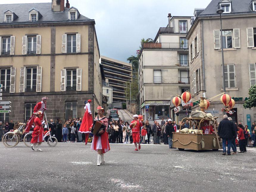 La compagnie Les Enjoliveurs  a emmené le public limougeaud dans son univers poétique.