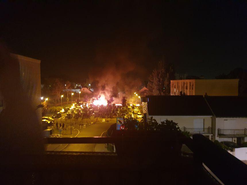 Dix voitures ont été incendiées dans la nuit de samedi à dimanche.  - Aucun(e)