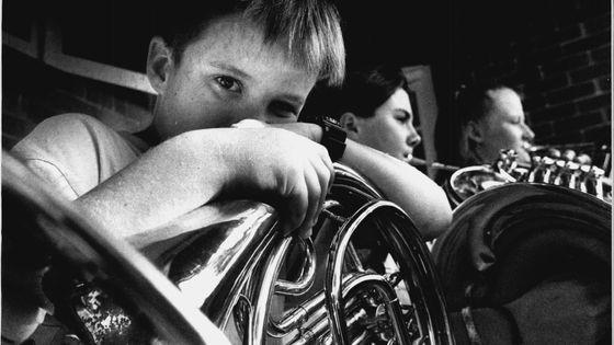 Un jeune joueur de cor