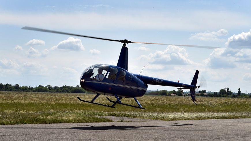 Un hélicoptère Robinson 44 - Illustration.