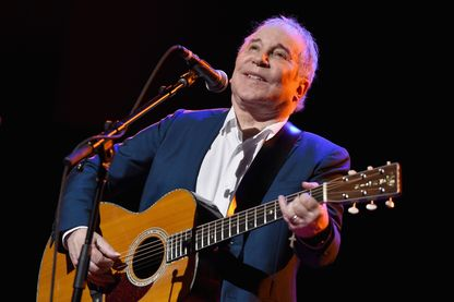 Paul Simon, auteur-compositeur-interprète,  sur scène le 22 septembre 2016 à New-York.