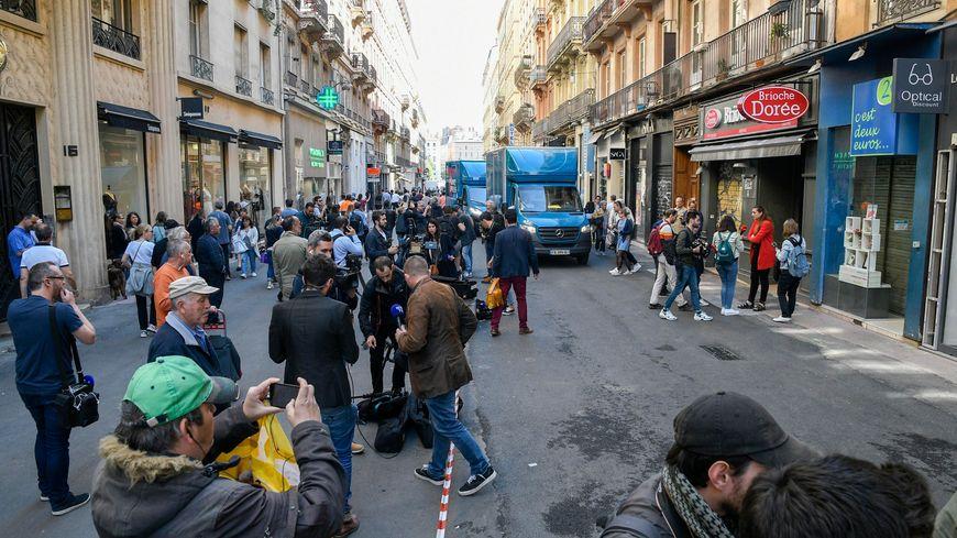 Un dispositif de déclenchement à distance a été retrouvé sur les lieux de l'explosion d'un colis piégé à Lyon ce vendredi.