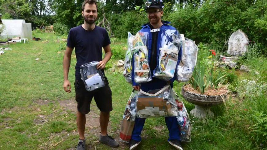 Davy Cosson, à droite, avec Baptiste Dubanchet, qui lui vise le zéro déchet sur un mois.
