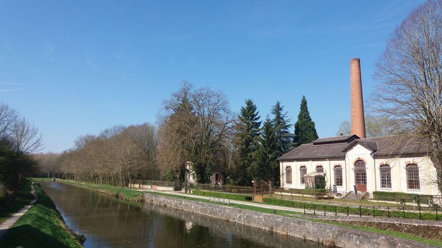 Le canal d'Orléans à Fay aux Loges