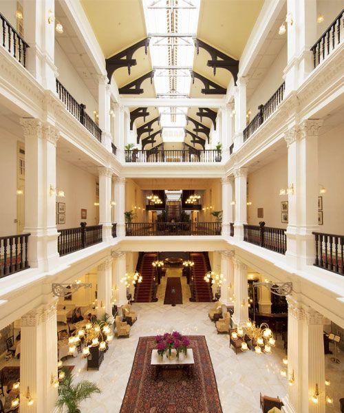 L'intérieur du Raffles Hotel