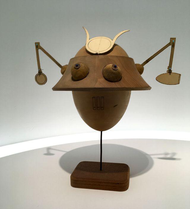 """Maquette du robot-samouraï qui apparaît dans """"Les trois formules du professeur Sato"""" d'Edgar P. Jacobs, paru pour la première fois dans Tintin Belgique"""