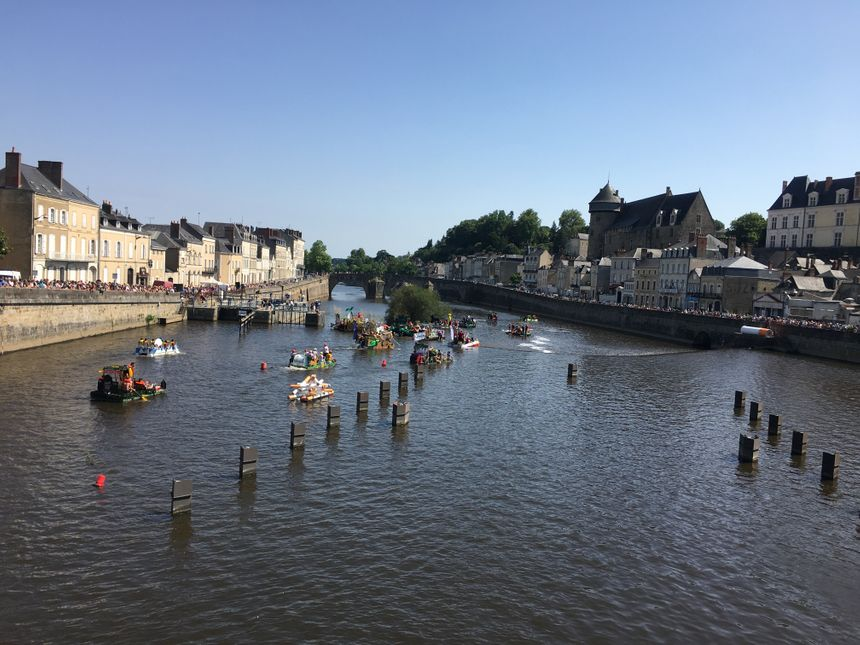 Au total, 26 radeaux ont descendu la Mayenne.
