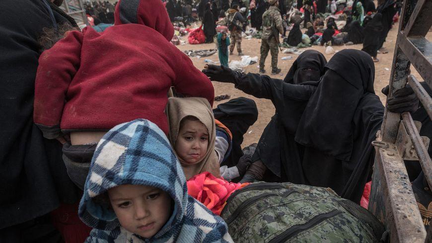 Femmes et d'enfants de djihadistes de Daech   en Syrie en route vers le camp de Al Hol