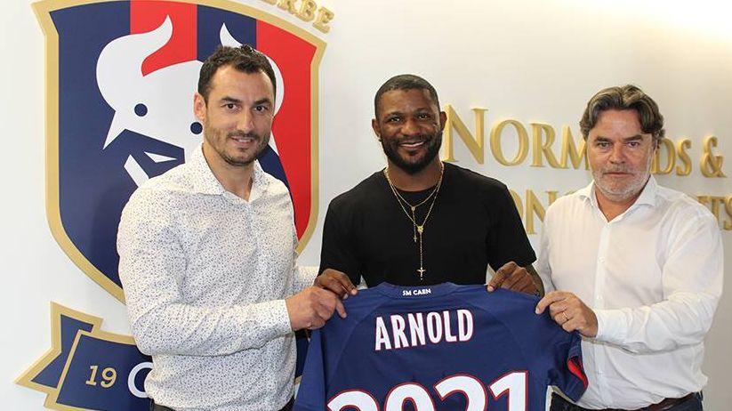 Arnold Isako entouré de Yohan Eudeline et du président Fabrice Clément