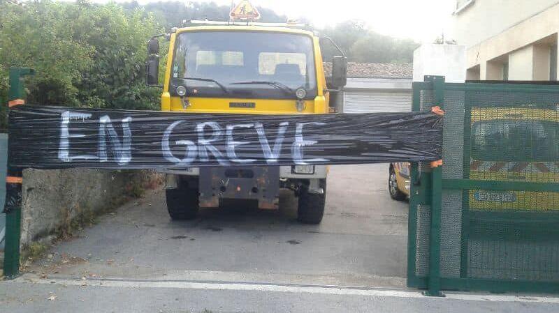 La grève reconductible des agents des routes du département du Gard a démarré ce lundi