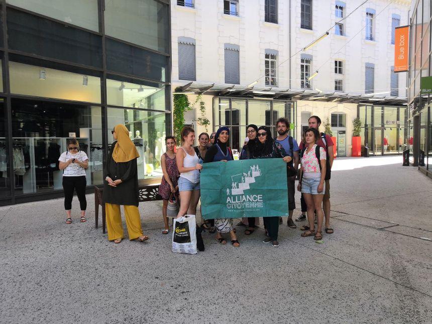 Les membres du collectif Alliance Citoyenne s'étaient donné rendez-vous à la Caserne de Bonne